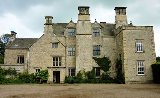 512px-nunnington_hall_west